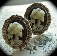 Cufflinks Zombie Girl Gothic Victorian Skeleton Woman Skull Heads Silver Plated Cameo Ovals Horror Men's Cuff Links & Accessories