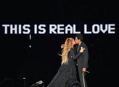 Beyoncé and Jay Z kissing at OTRII