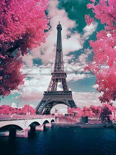 Eiffel Tower Love - 5D Diamond Painting