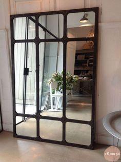 Espejo con marco metálico de estilo industrial