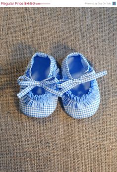 ON SALE 10% Ruffy Baby Shoes - PDF Pattern - Newborn to 18 months.
