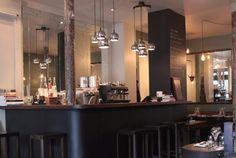 L'Office, rue Richer, Paris 9e. De la cuisine avec un peu de fantaisie, de chouettes serveurs et des vins sympas. Or the other way round.