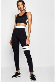 Let's get physical and be fit in comfortable workout clothes by boohoo. Get killer pieces including fit wrap top, shorts, legging, sets, and more. Running Leggings, Women's Leggings, Leggings Store, Printed Leggings, Cheap Leggings, Running Gear, Nike Running, Jogging, Salon Logo