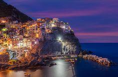 """Algumas cidades surpreendem não apenas pela arquitetura, em muitos lugares ao redor do mundo é possível encontrar pequenos vilarejos esculpidos à beira de imensos penhascos, chamando atenção pela localização das casas e construções moldadas lado a lado a natureza. Um exemplo vivo dessas cidades é a região conhecida como """"Cinque Terre"""" na Itália, um maravilhoso...<br /><a class=""""more-link""""…"""