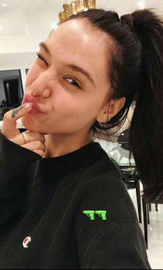 Selfies, Eyeshadow Step By Step, Alexis Ren, Elizabeth Gillies, Insta Photo Ideas, Girly Pictures, Attractive People, Barbara Palvin, Sporty Outfits