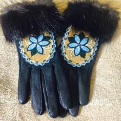 Women 39 s beaded gloves with moose hide and beaver fur trim for Native crafts for sale
