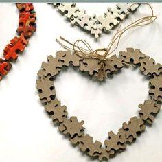Recycleer oude puzzelstukjes in Valentijn hartjes!