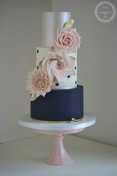 Cotton & Crumbs Wedding Cake Inspiration Beautiful wedding cakes for any type of wedding Creative Wedding Cakes, Beautiful Wedding Cakes, Gorgeous Cakes, Wedding Cake Designs, Pretty Cakes, Cute Cakes, Amazing Cakes, Fondant Cakes, Cupcake Cakes