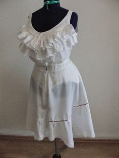 Zeitenzauberin: Edwardian Underwear - ruffled camisole and drawers, over TV Edwardian corset with bust improver and bum pad - even the dress form has the correct shape!