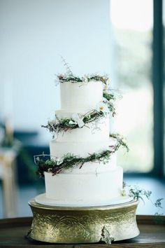 Cape Town Wedding Planners | Cavalli Estate Wedding | Cape Town Wedding | Nicolette Weddings Cape Town Wedding Planner | #wedding #capetown #capetownwedding #weddingplanner #capetownweddingplanner #cake #weddingcake #cakedesign #greenery #whiteflowers #cakedecorating #weddingcakeinspo #simpleweddingcake