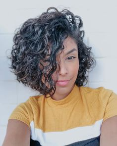 Parted Curly Bob Hairstyle Hair length is very important. If you have a curly hair type, we offer you the most beautiful curly bob hairstyles recommendations. Curly Hair Types, Short Curly Hair, Medium Curly, Long Hair, Lob Hairstyle, Long Bob Hairstyles, Bob Haircuts, Pretty Hairstyles, Natural Hair Styles