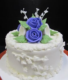 Traditional buttercream anniversary cake with purple roses, white vines and sugar bells Traditional Wedding Cakes, Purple Roses, Vines, Room Ideas, Anniversary, Sugar, Desserts, Food, Tailgate Desserts