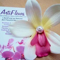 5% et FDP offerts avec le code SPECIAL - Broche ou barrette fleuron orchidée blanc coeur rose et perle