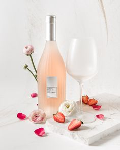 Cocktail Photography, Glass Photography, Wine Drinks, Alcoholic Drinks, Champagne, Alcohol Aesthetic, Food & Wine Magazine, Wine Label Design, Sweet Wine