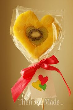Fruity Valentine featuring pineapple and kiwi. Easy, healthy and no baking required. Should try with other fruits. Valentines Day Food, Valentine Crafts For Kids, Homemade Valentines, Valentine Treats, Crafts For Kids To Make, Valentine Heart, Valentine Stuff, Valentine Cards, Kids Crafts