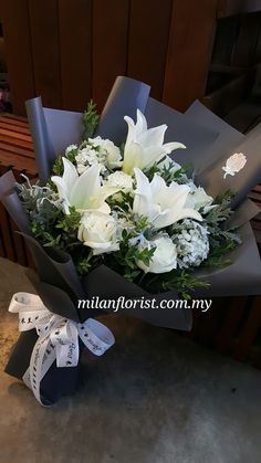 #SayHiToWinter❄, The Days Are Getting Colder, Have a Warm Heart⛄. - #MilanFlorist  #WhiteRose,#Lily,#Grey,#灰,#米兰,#Flower, #MilanStyle, #MFMA 米兰花屋 Milan Florist Mount Austin Tel:016-7677027/016-7704487 www.milanflorist.com.my