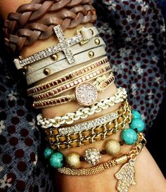 Layering Styles of leather and bling Bracelets Hippie Style, Boho Hippie, Gypsy Style, Jewelry Accessories, Fashion Accessories, Fashion Jewelry, Jewelry Trends, Bohemian Accessories, Estilo Hippie