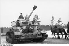Pz.Kpf. IV Ausf. H with Ostketten installed, on the road between the Ilmensee and the Gulf of Finland, end of February 1944