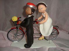 Casal ciclista feito por mim.  Todos meus topos de bolo são feitos em porcelana fria sempre por encomendas.