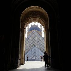 """57 mentions J'aime, 1 commentaires - Rúben Neto (@rubenfmartins) sur Instagram: """"📍 #nofilter #paris #louvre #photography #prespective #contrast #darkandlight"""""""