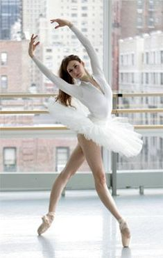 How an Ex-Ballet Dancer Succeeded by Thinking Outside the Barre - When Hollywood called, a former New York City Ballet dancer turned to the web to keep her back-home fitness clients on track.