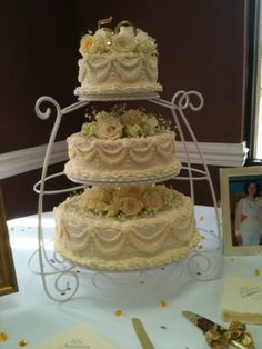 Made this for my aunt/uncle's 50th anniversary cake but would make a great wedding cake (Wilton garden cake stand - wonderful cake stand!)