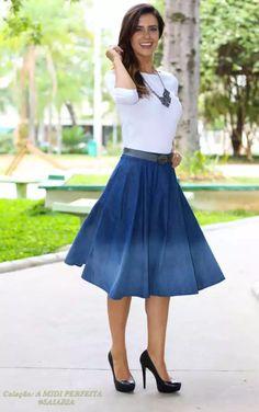 Blog Delicada Feminina #saia #saiamidi #midiskirt #blogdemoda #saiamidiazul #jeans  #saiamidijeans #saiarodada #modest #modestfashion #fashionmodest #skirt