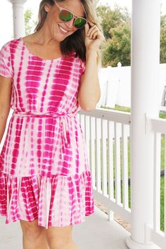 It's a tie dye kinda Summer. Easy sewing tutorial for a tie dye elastic waist knit dress, with bottom ruffle. Tie Dye Dress, Dress Backs, Ruffle Dress, Knit Dress, Free Clothes, Sewing Clothes, Diy Clothes, Clothes For Women, Tie Dye Supplies