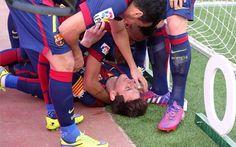 Messi acabó rendido tras la portería después de su gol 400