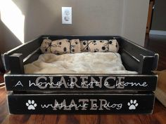 Upcycle a Pallet into a fabulous Pet Bed for your furbaby. We've included a helpful video tutorial plus lots of different versions for you to pick from. This post is a pet lovers paradise! Pallet Dog Beds, Diy Pallet, Bed Pallets, Pallet Wood, Pallet Ideas, Diy Bett, Diy Dog Bed, Bed Plans, Ana White