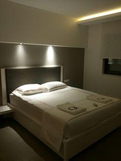 q-spa-resort; Slaapkamer met aangrenzende badkamer
