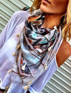 Casual street style with loose top and scarf