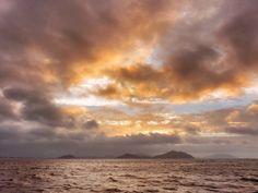 09  Aug. 19:03 博多湾日の入り時刻。夕暮れの光が雨雲を透過しています。 ( Evening Now at Hakata bay in Japan)