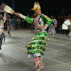 White Wolf : 20 Striking Pictures of World Champion Jingle Dancer Acosia Red Elk. Native American Girls, Native American Regalia, Native American Pictures, Native American Beauty, Western Comics, Carnival Outfit Carribean, Jingle Dress Dancer, Powwow Regalia, Carnival Outfits