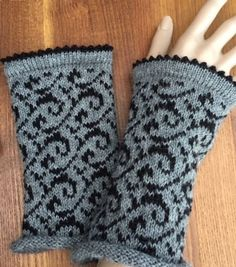This article is not available I offer a pair of hand-knitted wrist warmers - wrist warmers - arm warmers Material: alpaca Size: women one size Le. Knit Mittens, Knitted Gloves, Knitting Socks, Free Knitting, Knitting Machine Patterns, Knitting Stitches, Knit Dishcloth, Wrist Warmers, Fair Isle Knitting