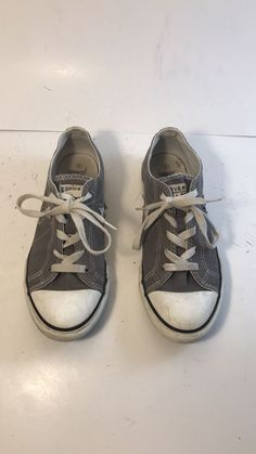 92c96ba8780 Converse One Star Gray Sneakers Youth Size 4 In Good Used Condition Marks  and dirt as shown in the pictures