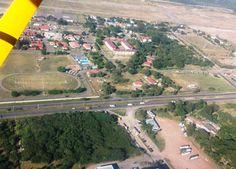 #PazYDemocraciaII    Los puntos de mayor congestionamiento, peaje y tramos carreteros  estuvieron vigilados desde el aire por elementos de la Fuerza Aérea. (Foto:  El Heraldo Honduras/ Noticias Honduras hoy)
