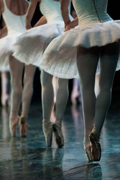 See more ideas about Ballet beautiful, Dance photography and Ballet dancers. Bolshoi Ballet, Ballet Dancers, Ballerinas, Ballet Feet, Dance Photos, Dance Pictures, Street Dance, Ana Pavlova, Ballet Images