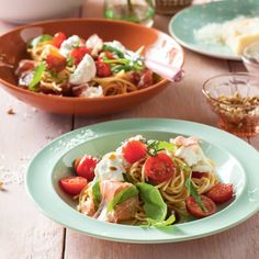 Lekker en snel: pasta pesto met Italiaanse rauwe ham. #JumboSupermarkten #parmezaan #Italie