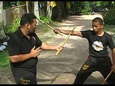 Kombatan Arnis - Grand Master Ernesto G Presas Jnr.flv - YouTube Kung Fu Techniques, Kali Martial Art, Bow Staff, Kali Escrima, Mein Land, Stick Fight, Martial Arts Weapons, The Grandmaster, Krav Maga
