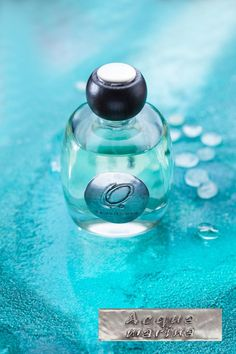The fragrance of the blue sea, in fact, is found in the top notes of aquamarine, dominated by lemon, pineapple, and peach, decisive and fresh like a summer wave, smoothed by the sweetness of hyacinth, jasmine and ylang notes. The salty aroma of the ocean comes from all the ingredients blending with amber, musk, and sandalwood notes, which remain first unnoticed, but that, as the time goes by, slowly emerge, creating a base note that, by contrast, enhances the freshness of this scent.