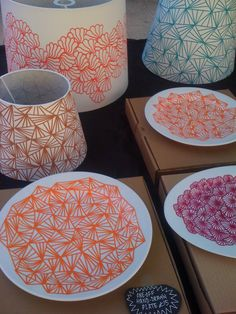 DIY customize dishware with posca idea geometric pattern Pottery Painting, Ceramic Painting, Diy Projects To Try, Craft Projects, Diy And Crafts, Arts And Crafts, Diy Décoration, Posca, Bricolage