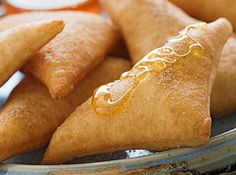 Can't think of the Southwest without thinking of my fave dessert: sopaipillas. I have had some amazing sopaipillas in Santa Fe, El Paso, and San Diego. Mexican Dessert Recipes, Best Mexican Recipes, Mexican Dishes, Favorite Recipes, Mexican Bread, I Love Food, Good Food, Yummy Food, Deep Fryer Recipes