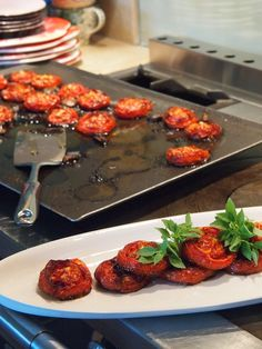 Provencal Tomatoes - slow roasted with sea salt, garlic and olive oil.(convert recipe oven temp 150 Celsius ~ 300 degrees F ) Great Recipes, Favorite Recipes, Healthy Recipes, Healthy Dinners, Enjoy Your Meal, Slow Food, Food To Make, Veggies, Root Vegetables
