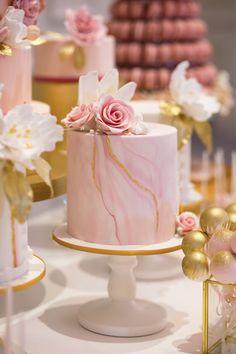 Small Luxury Wedding Cake by GC Couture and Gordon Ramsay Weddings Elegant Birthday Cakes, Cute Birthday Cakes, Beautiful Birthday Cakes, Birthday Cakes For Women, Beautiful Cakes, Luxury Cake, Luxury Wedding Cake, Cool Wedding Cakes, Cake Decorating Designs