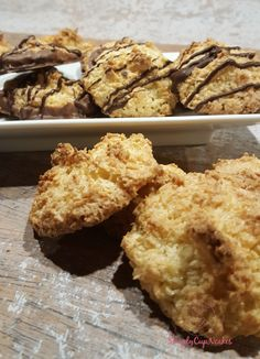 Jeg har ikke bagt kokosmakroner i en menneskealder, som ung bagte jeg dem ellers ofte. Så pludselig slog ideen ned i mig igen, for jeg mindedes jo at de var helt fantastiske. Jeg fandt en opskrift …