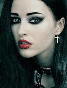 Gosia Ravena ' beautiful goth