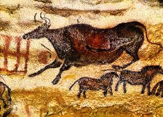 Lascaux Cave is famous for its Paleolithic cave paintings. The original caves are located near the village of Montignac. Art Pariétal, Paleolithic Art, Art Rupestre, Lascaux, Cave Drawings, Wall Art Wallpaper, Art Ancien, Art Antique, Aboriginal Art
