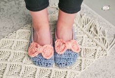 Crochet the easy Ophelia House Slippers with pretty bows! FREE PATTERN
