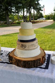Wedding Cake for a Country Chic Wedding :: Designer in Teal